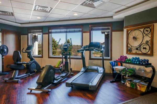 Packed-with-Amenities-fitness-center