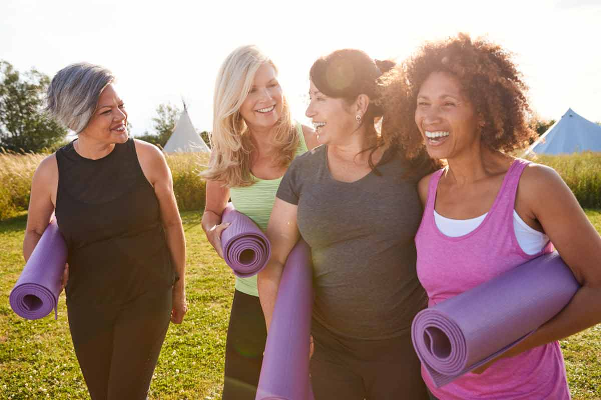women-friends-yoga-mats